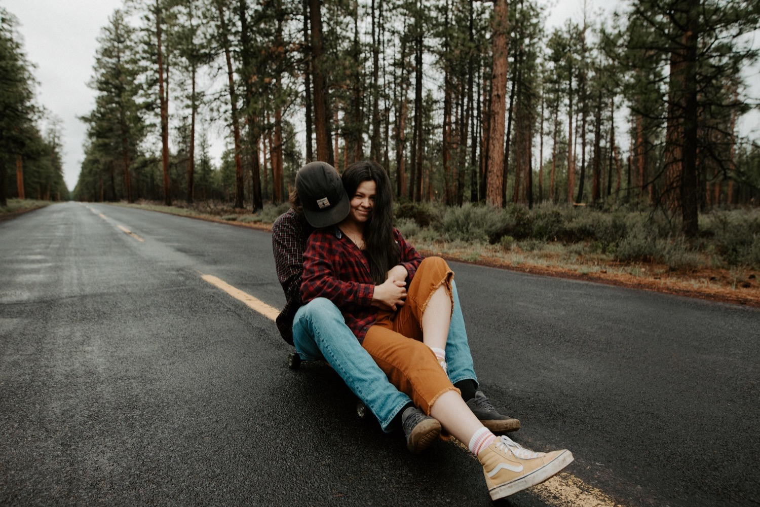 22_Sisters_Oregon_Adventure_Session-26_Oregon_couple_engagement_Bend_adventure_Photography_PNW_longboard.jpg