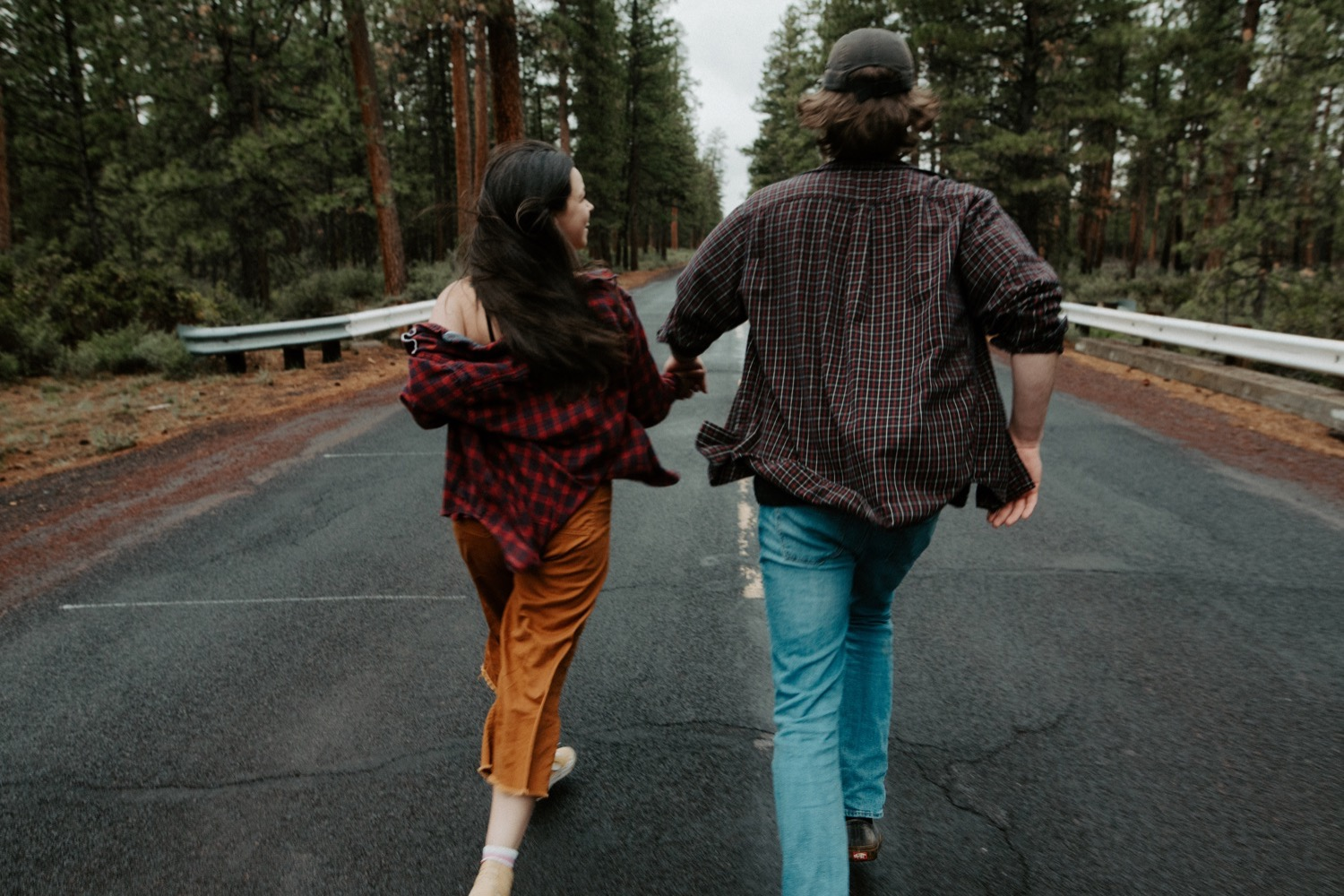 23_Sisters_Oregon_Adventure_Session-27_Oregon_couple_engagement_Bend_adventure_Photography_PNW_longboard.jpg