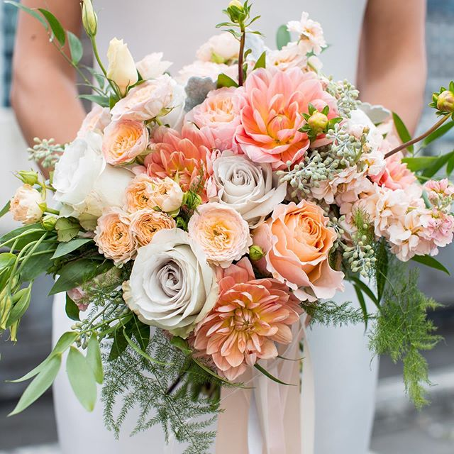 Monday cheer. . Pc: @georgestreetphoto . . #bouquetbridal #happyflowers #dahliaseason #coralflowers #happycolors
