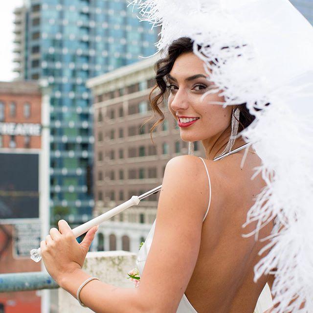 When you get to work with old Hollywood glamour. . Stunning. . Pc: @georgestreetphoto . #bridalglamour #bridestyles #vintagehollywoodglamour #seattlebrides #weddingprops #weddingumbrella #vintageglam #seattlewedding #seattleweddingplanners