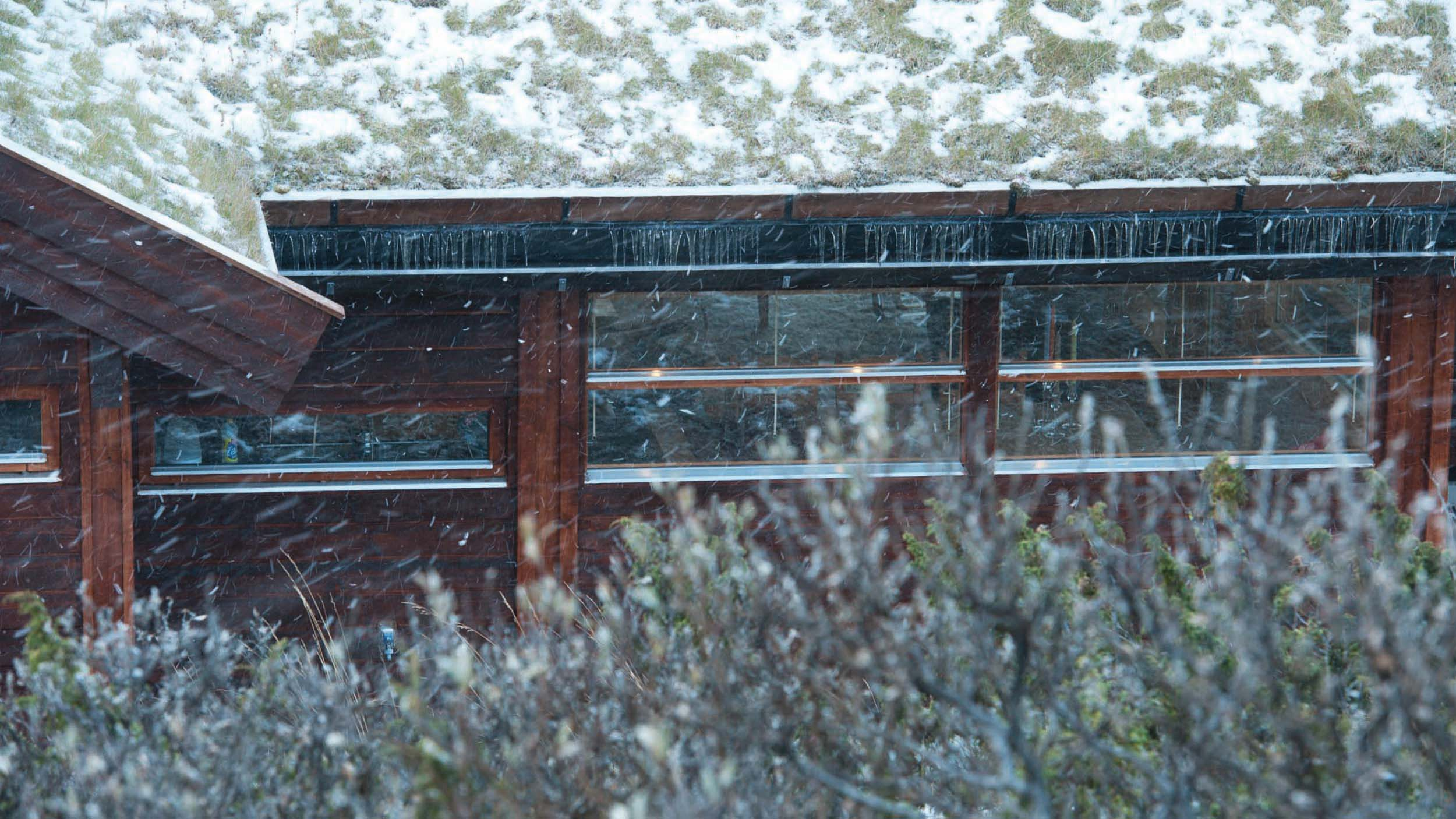 Ålhytte i snøvær_SVA8804_test.jpg