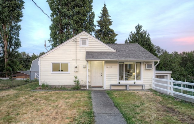12858 3rd Ave S, Burien $350,000 2 bed, 1 bath, 900 SQ FT