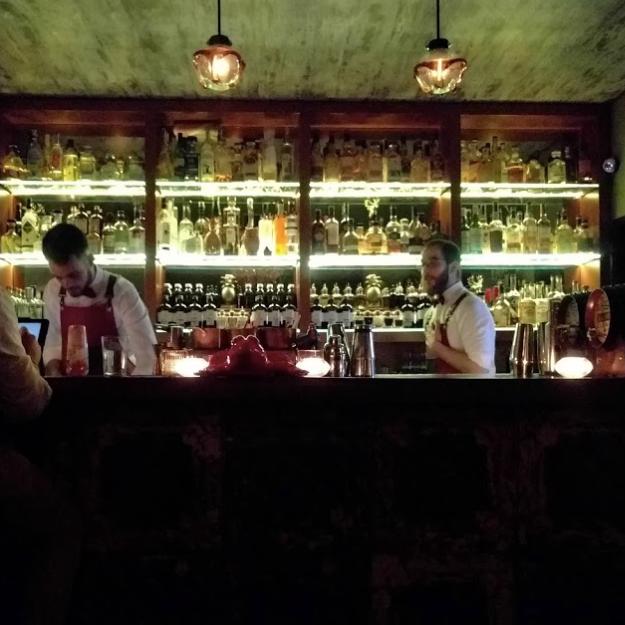 RED FROG SPEAKEASY - Sonnez et dégustez…. petit bar à cocktail intimiste… à vous de le trouver !Toque e saboreie…um barzinho intimista de cocktails…Veja se encontra!Rua do Salitre 5A, 1250-196 Lisboa / 21 583 1120