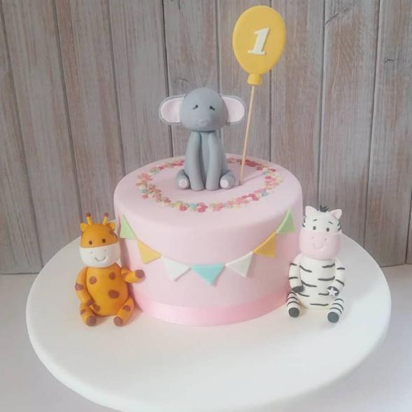 MARIE GÂTEAUX - Créatrice de gâteaux… et designeuse pour les éléments décoratif… vraiment mignon !R. Bacelar e Silva 6, 1000-021 Lisboa / 21 607 0364