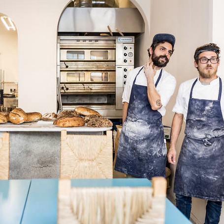 ISCO    /  ⚡  NEW ⚡  La toute dernière boulangerie de Lisbonne. On s'y précipite pour des bons pains chauds.  A última padaria de Lisboa. Precipitamo-nos para apanhar os bons pãezinhos quentinhos.  R. José D'Esaguy 10D, 1700-267 Lisboa / 21 134 5751