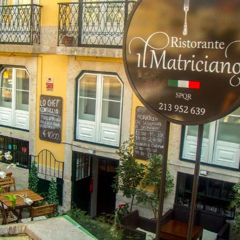 IL MATRICIANO     A l'intérieur ou à l'extérieur, avec se petite terrasse devant l'Assemblée, tout est bon mais alors… les pâtes aux truffes !!    No interior ou no exterior, com a sua esplanadinha frente à Assembleia, do que nós gostamos mesmo é a massa com trufas...    R. de São Bento 107, 1200-661 Lisboa / 21 395 2639