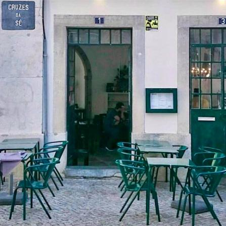 ESPERANCA SÉ     L'italien de quartier, délicieux et sans prétention, sur les bords de la Cathédrale de Sé…    Um italiano de bairro, delicioso e sem pretensão, à beira da Sé…    R. de São João da Praça 103, 1100-585 Lisboa / 21 887 0189