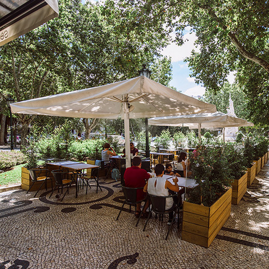RIBADOURO     Une jolie terrasse de l'Avenida Liberdade     Uma linda esplanada Avenida Liberdade     Av. da Liberdade 155, 1250-144 Lisboa / 21 354 9411