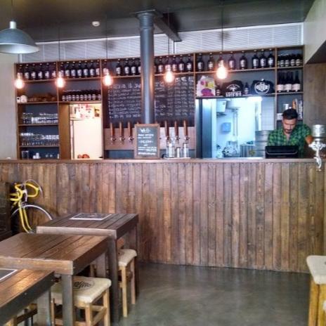 DUQUE BREWPUB     Ils y brassent leur bière artisanale en pleine coeur du Chiado, et proposent d'autres bières locales.    Calçada do Duque 51, 1200-156 Lisboa / 927 106 092