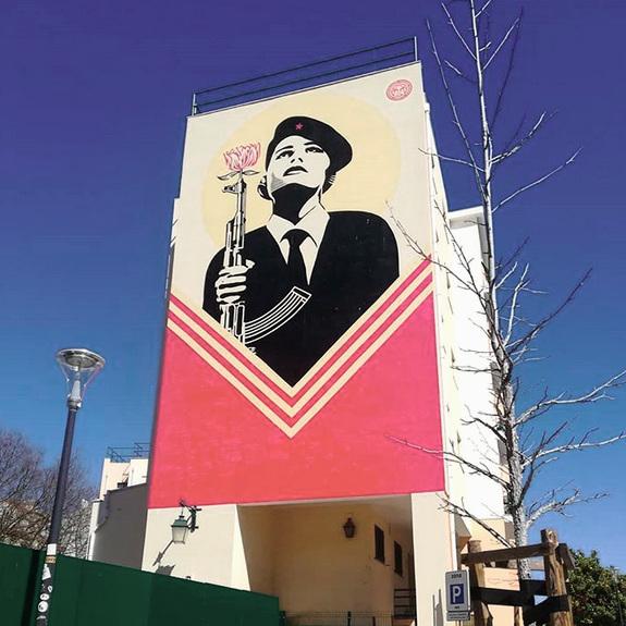 Obey Giant     Vous le connaissez déjà sans le savoir : il a fait l'affiche de la campagne d'Obama en 2008     Já o conhecem sem o saber : ele fez o cartaz da campanha de Obama em 2008