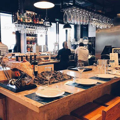 MARISQUEIRA AZUL     La plus centrale     A mais central     Mercado da Ribeira : Av. 24 de Julho 49, 1200-479 Lisboa / 21 131 8489