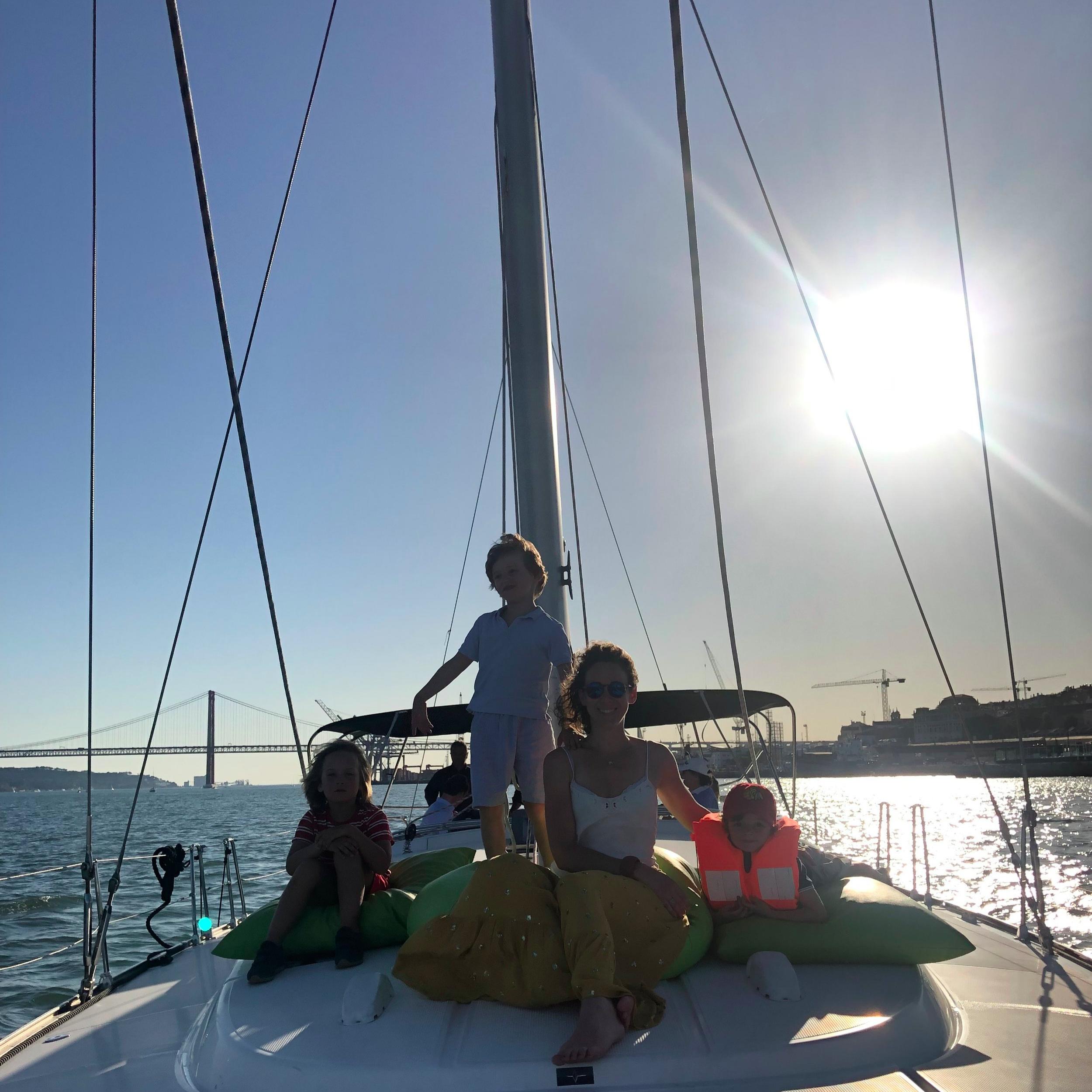 LISBON SIGHT SAILING - ❤️ORIANE❤️Doca de Santo Amaro, 1350-353 Lisboa21 605 1078Un moment privilégié sur un bateau luxueux pour un bel événement en famille ou entre amis !Um momento privilegiado num barco luxuoso para um belo acontecimento em família ou entre amigos !