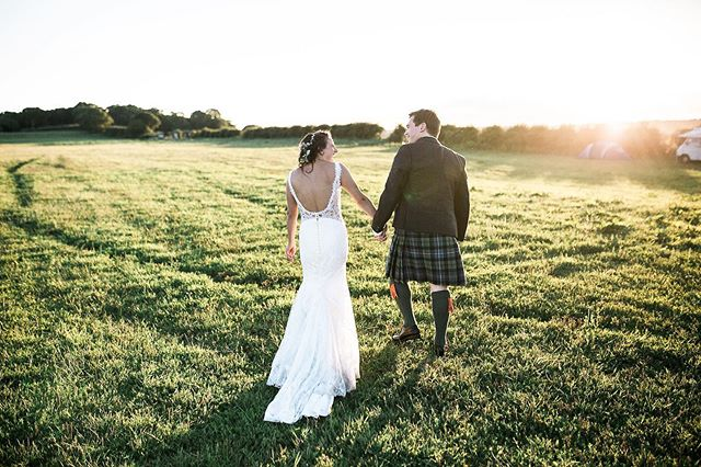 The sun is shining! Goodness me we have been having some lovely weather. Perfect light for those 'golden hour' shots.  Always so beautiful and romantic 💕 Image @samieleephoto  Planning @natashaspencerevents  #goldenhour #weddingday #weddingphotos #summerwedding #sunset #sunlight #kilt #groominakilt