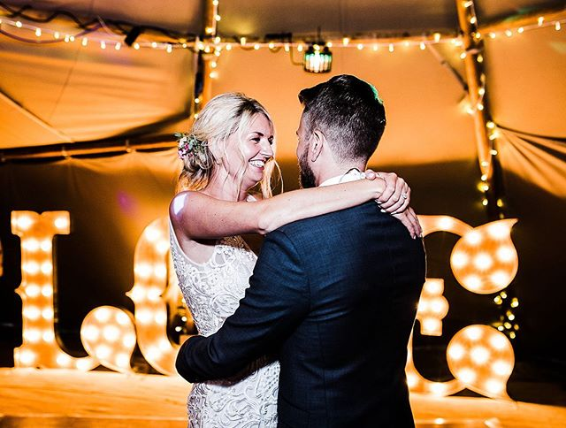 There is nothing that beats a smile on brides face during her first dance. I love a first dance and the story that comes behind the couple and how they came to choose their song. This beautiful couple chose an @alanis song, from the first live gig they ever saw together 💕  Image @samieleephoto  Planning @natashaspencerevents  #firstdance #alanismorissette #romantic #firstdancetunes #introducingmrandmrs