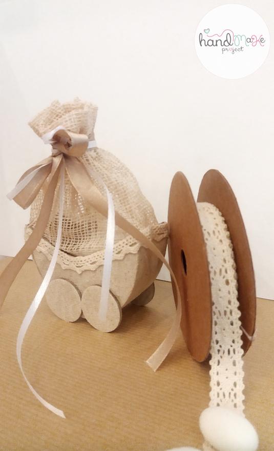 κωδικός ΒΒ_ 14 Collection ''Happiness''   Καροτσάκι υφασμάτινο με σατέν κορδέλες σε λευκό και χρυσό.
