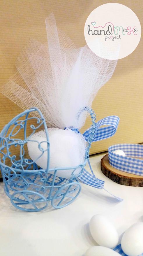 κωδικός ΒΒ_ 13 Collection ''Happiness''   Μεταλλικό καροτσάκι σε γαλάζιο χρώμα και καρό γάλαζια-λευκή κορδέλα.