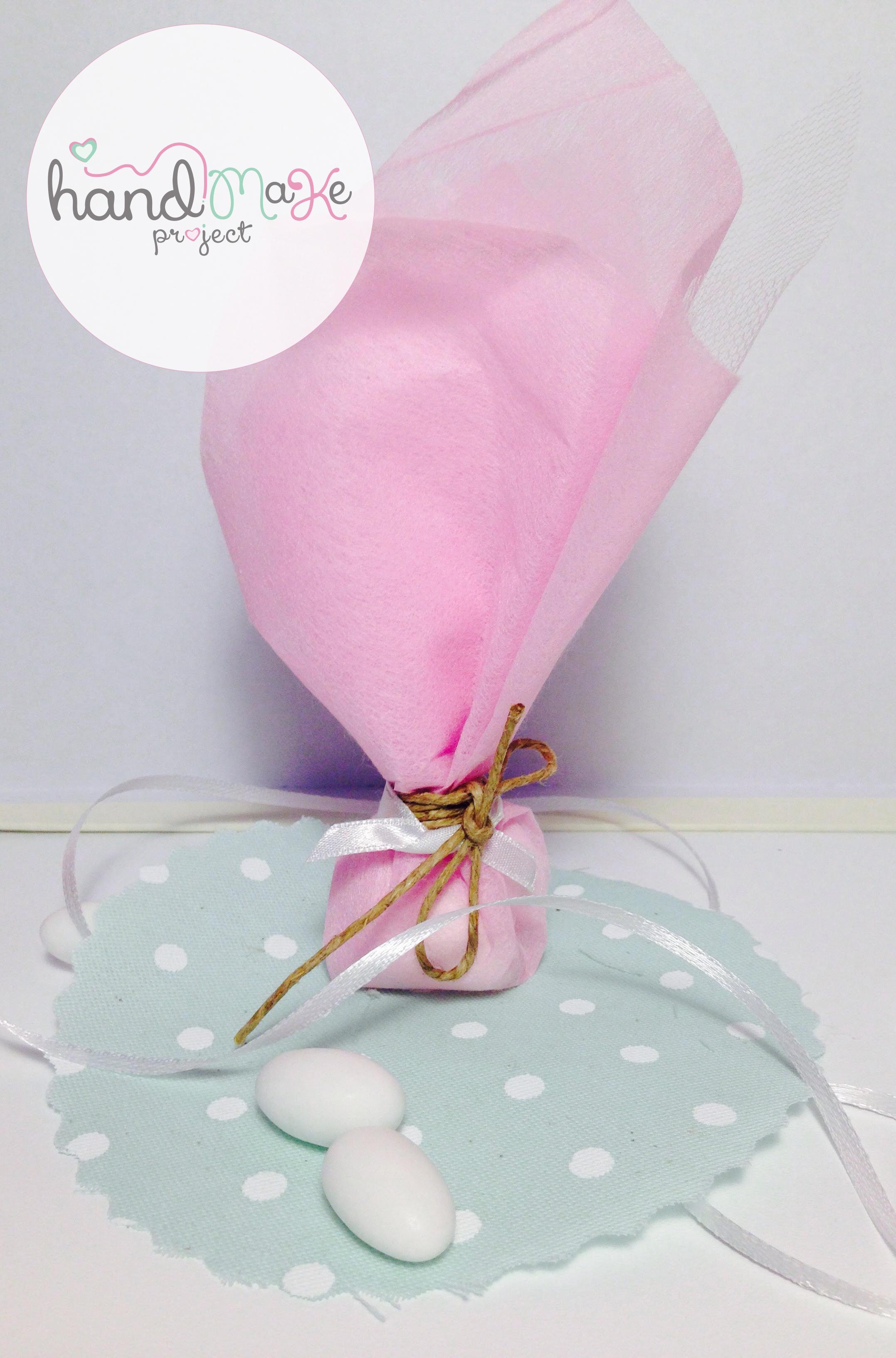 κωδικός ΟΒΒ_ 01 Collection ''Playful''   Μπομπονιέρα με τούλι λευκό,non woven ροζ, σατέν λευκή κορδέλακαισπάγγο.