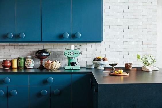 🌈⠀ ⠀ ⠀ ⠀ ⠀ ⠀ ⠀ ⠀ ⠀ ⠀ ⠀ ⠀ ⠀ #colorpop #kitchendesign #irl #interiors #housebeautiful #howwedwell #fortheloveofcolor #remodelista #designinspo #kitchens #interiordesign #homedecor #elledecoration #stuffilove