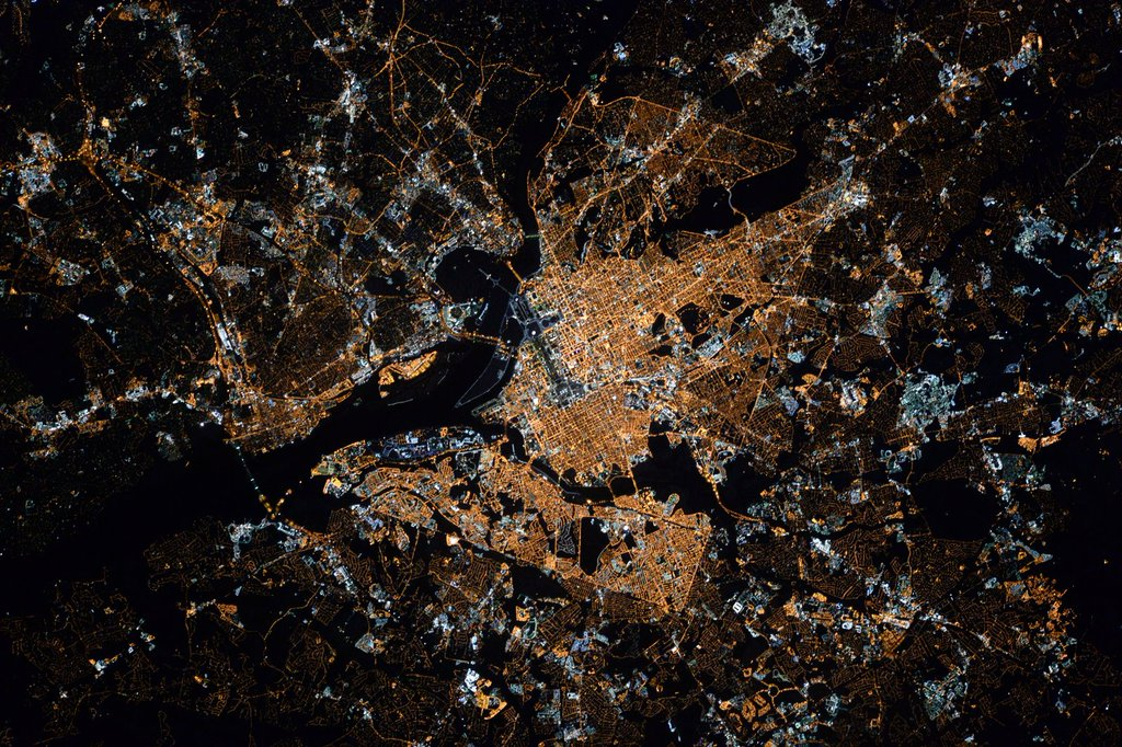 Picture of the Washington, DC area from space. Credit: Scott Kelly (Jan 29, 2016). The National Mall is the strip in the middle, which runs east and west. UMCP is hard to identify but is in the middle right.