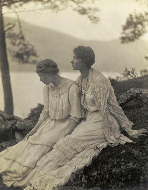 Two Women Under a Tree , 1908