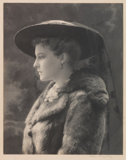 Photograph of Elisabeth Sears Harrold by Alice Hughes, 1916 (Virginia Historical Society 1992.117.12)
