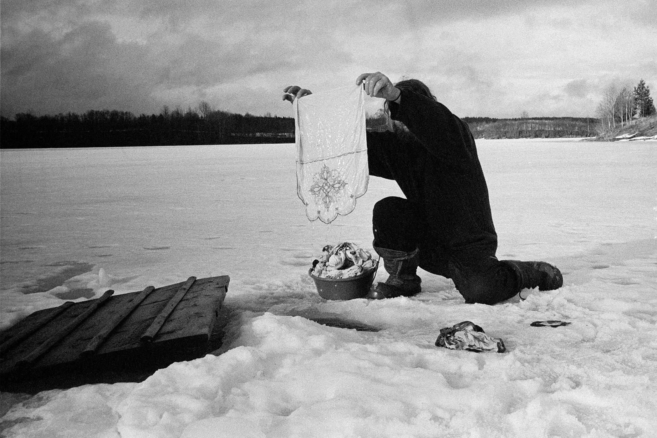 Washing in the Kolodozero lake