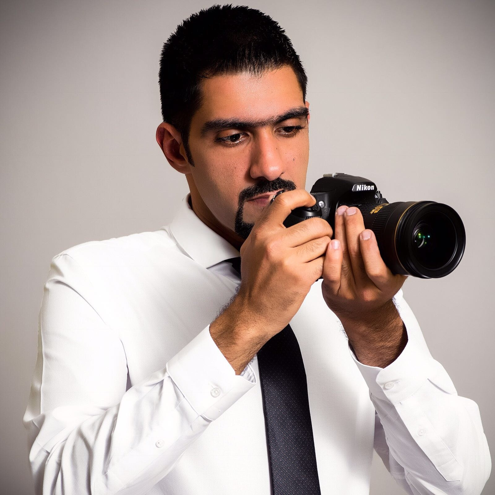 Hussain Shamo  Community Table Photographer  @hussaingram