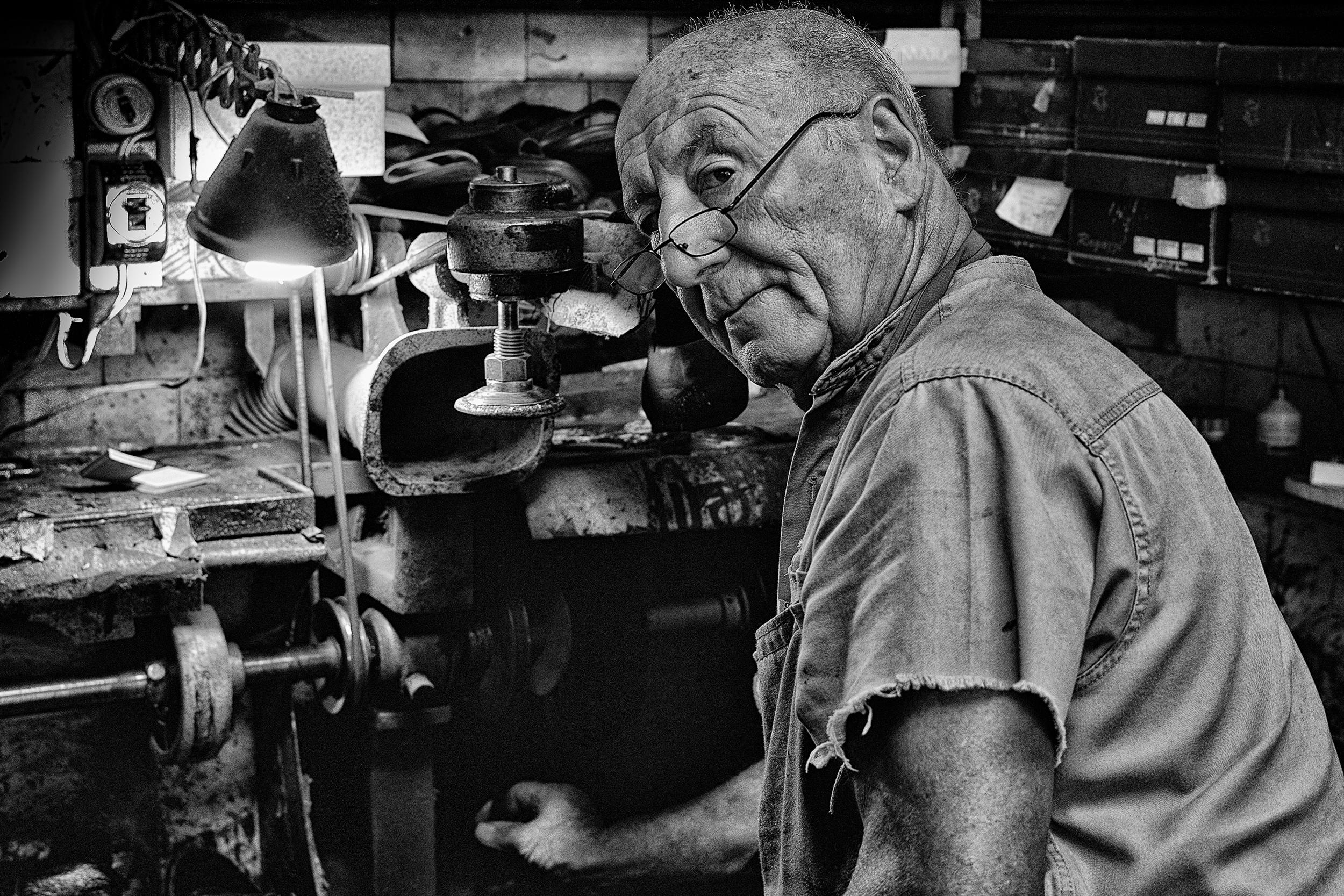 shoe repairman, buenos aires