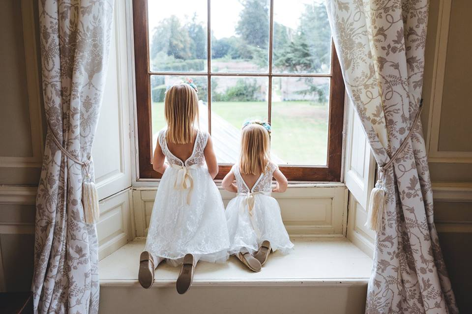 bridesmaids_window_glemhamhall_suffolk