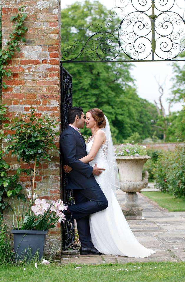 bride_groom_kissing_glemhamhall_suffolk