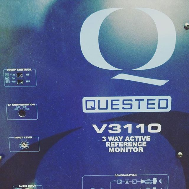 Love my speakers!!! This is a picture of the flush mounted amp separated from the speakers. These Questeds in a professional well treated room are pure gold!!! 🌕🌕🌕🌕🌕 🎤🎙️🎚️🎛️🎵🎶 #questedspeakers #roger #quested #rogerquested #speaker #prolevel #studio #monitoring #superprostudios #musicalldayeveryday #törkeduni