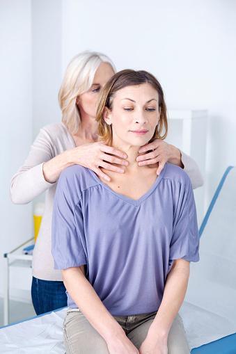 hyperthyroid symptoms in women