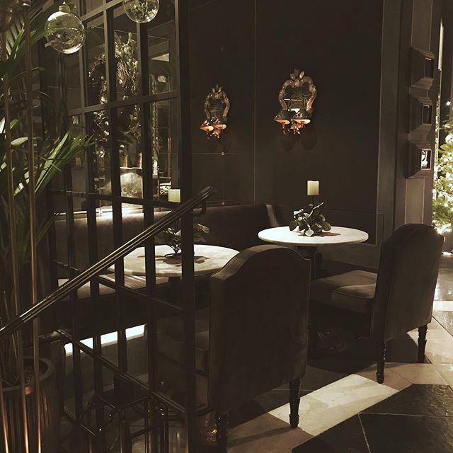 I live for secret stolen moments ⠀⠀⠀⠀⠀⠀⠀⠀⠀ #vscocam #london #interiors