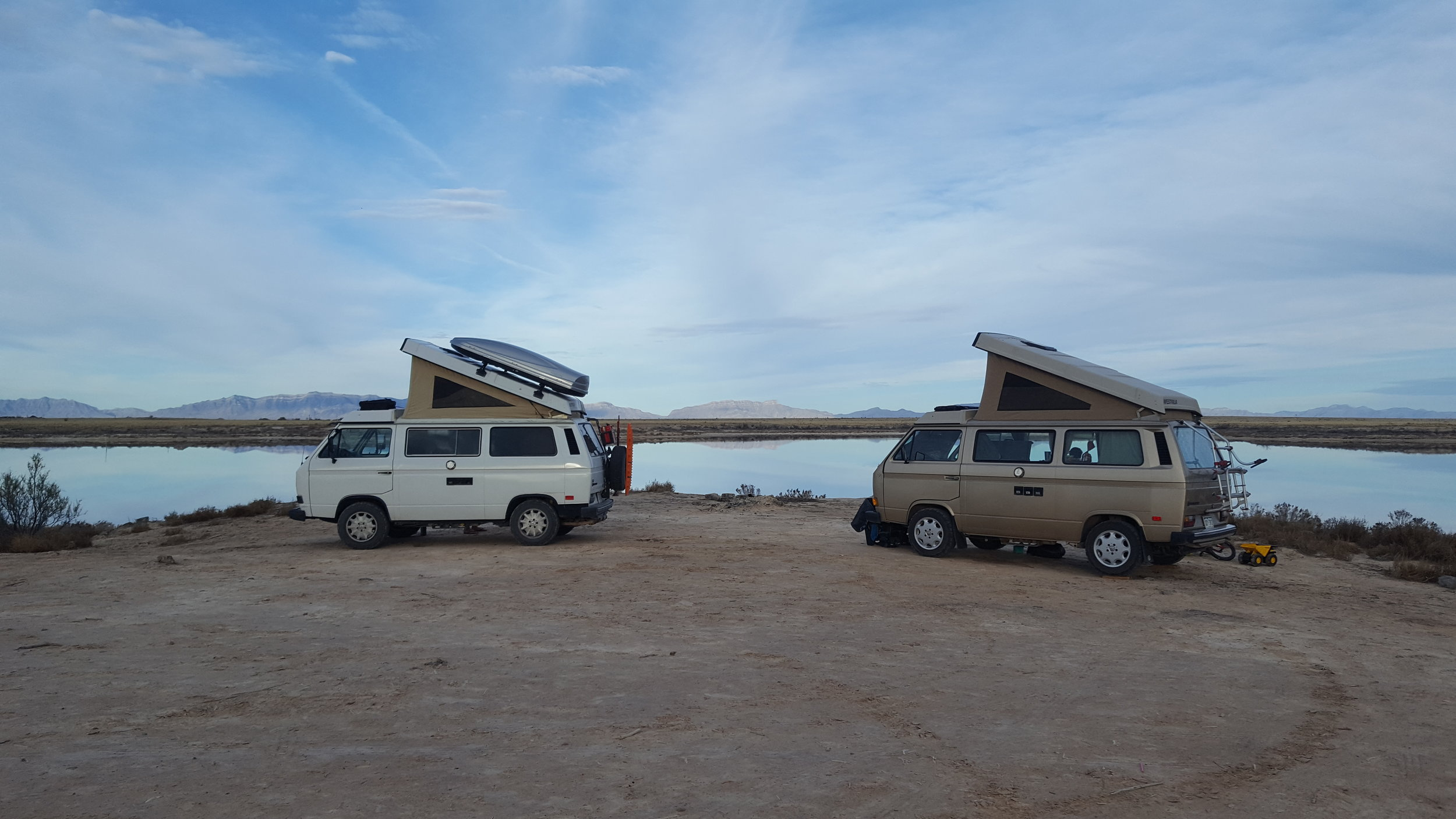 I failed to take pictures of our friends this go round but here are our vans... @everyroadleadstohome and @wehitpause