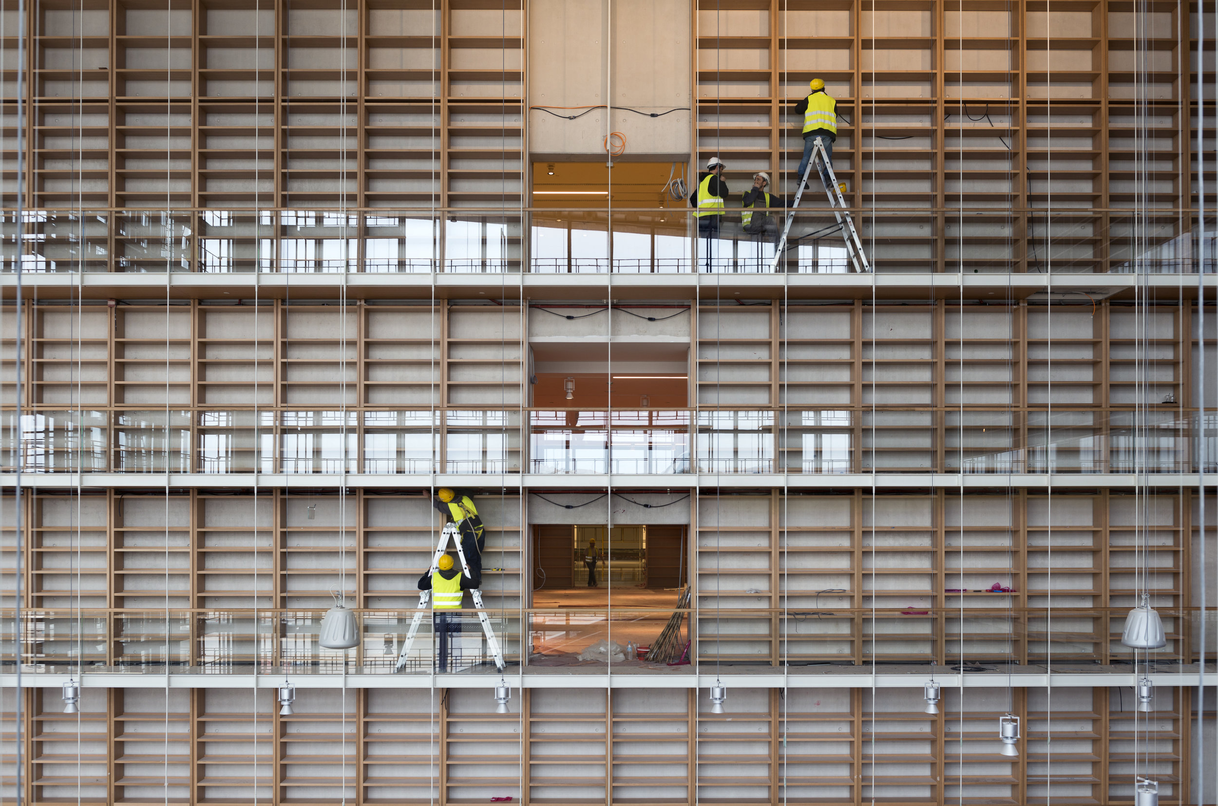 National Library of Greece, library shelves under construction. © Yiorgis Yerolymbos. Courtesy of the Stavros Niarchos Foundation.