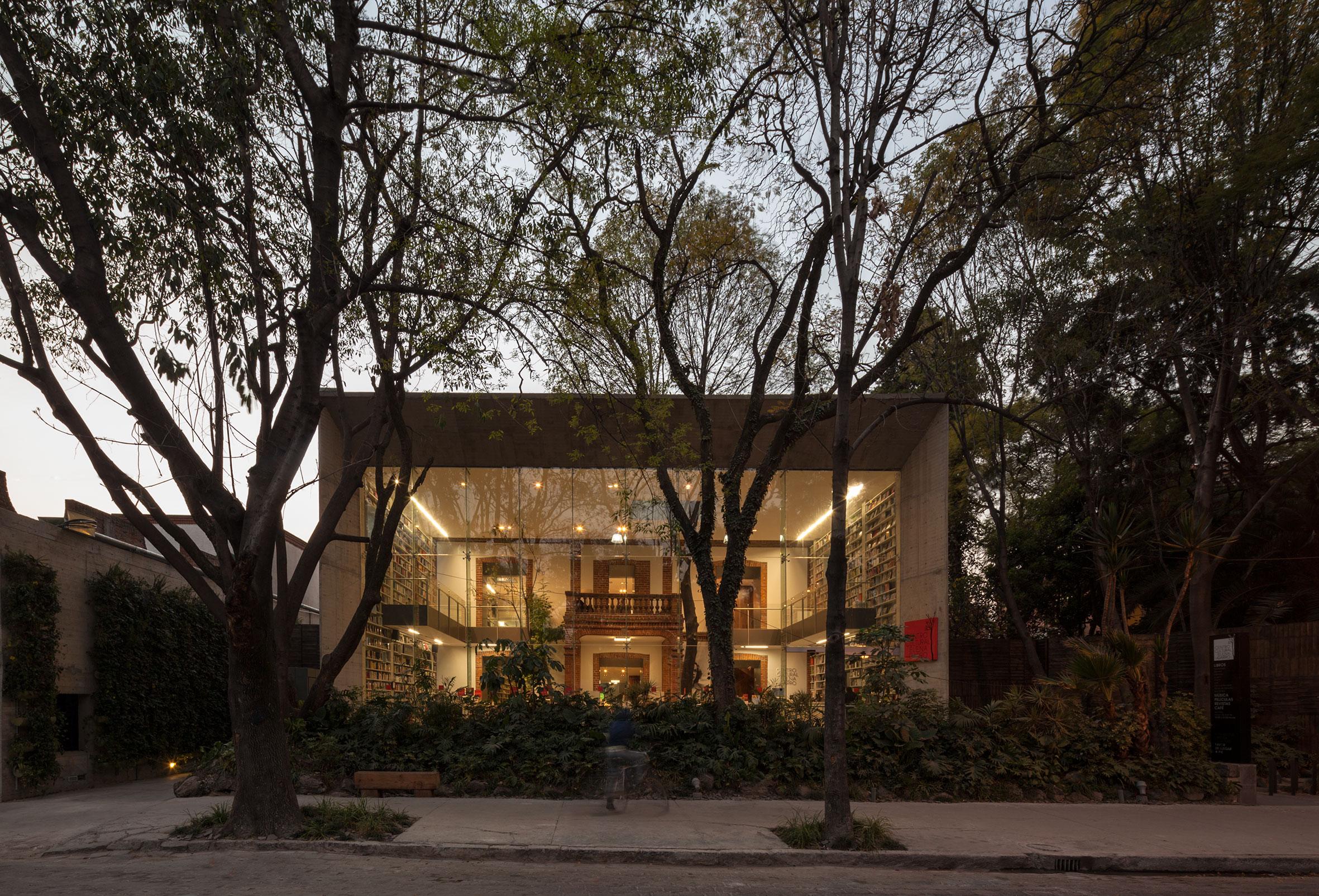 The Elena Garro Cultural Center's street-facing bookstore in Mexico City's Coyoacán neighborhood. Courtesy of Fernanda Canales.
