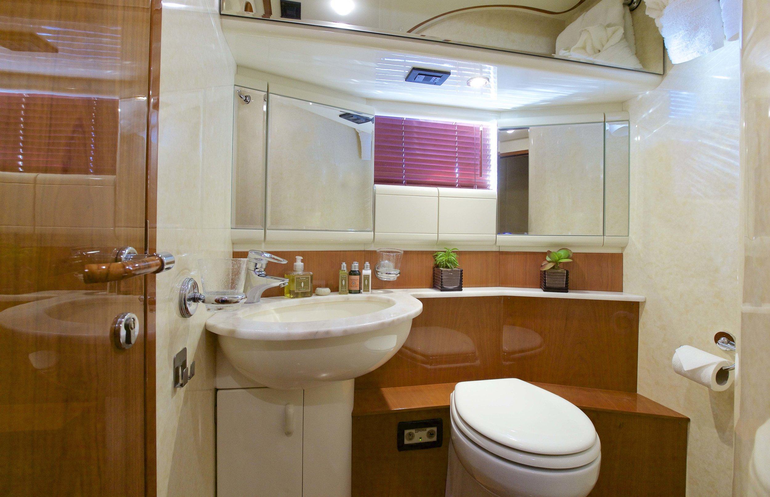 GeePee_Twin_Bathroom.jpg