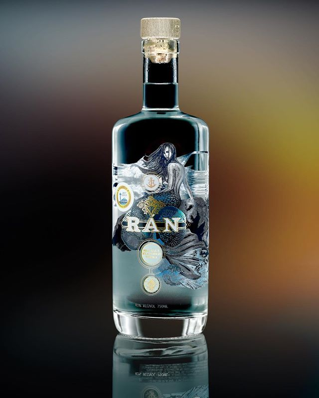 Photographer: Lisa de Recat One more shot Emile and I took last weekend of this amazing bottle of Ran Vodka by Chambers Bay Distillery.  #derecatphotography  #phaseone #broncolor #productphotography #seattle#pacificnorthwest #chambersbaydistillery #vodka#seashells#bytheseashore#sand#mermaids#fun#cocktails#summer#ocean#shotglaasses#lovers#vacation#seaglads#rockcandy
