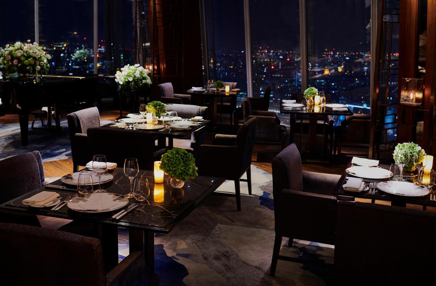 255-shangri-la-hotel-at-the-shard-london-ting-restaurant-night-empty.jpg