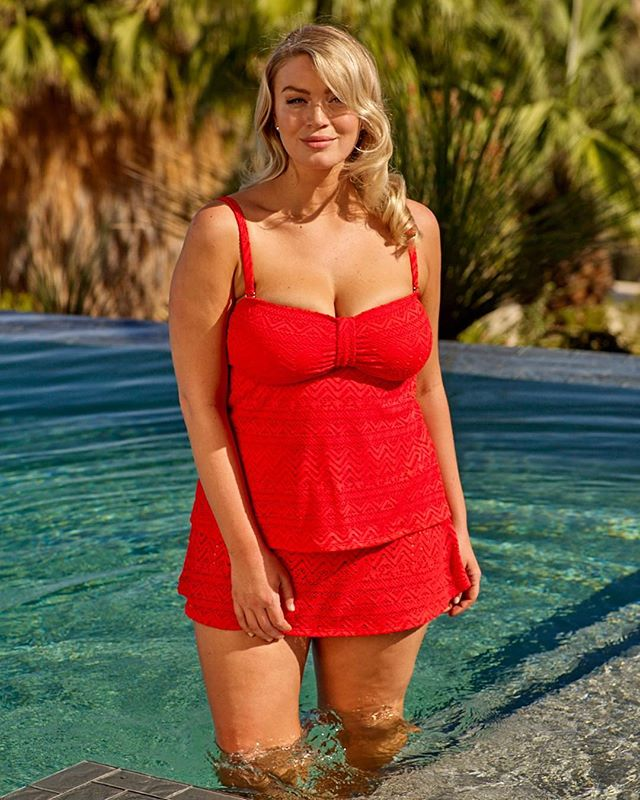 Red hot. ❤️🔥👙 Jourdan wears the Tribal Crochet Bandeaukini and Swim Skirt in red. #CatalinaSwimwear
