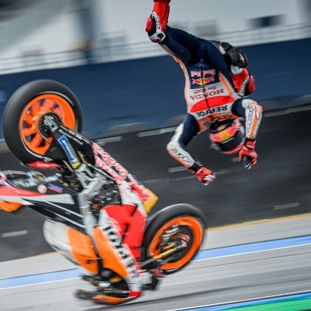 The Thai GP is coming at you like Marquez!  Don't worry, he's alright, so don't let it keep you from coming to @bandedoakbrewing on Monday at 6:30 to see how it plays out. Quartararo at Pole, so you know at least the first lap will be exciting!  See you there, nerds!