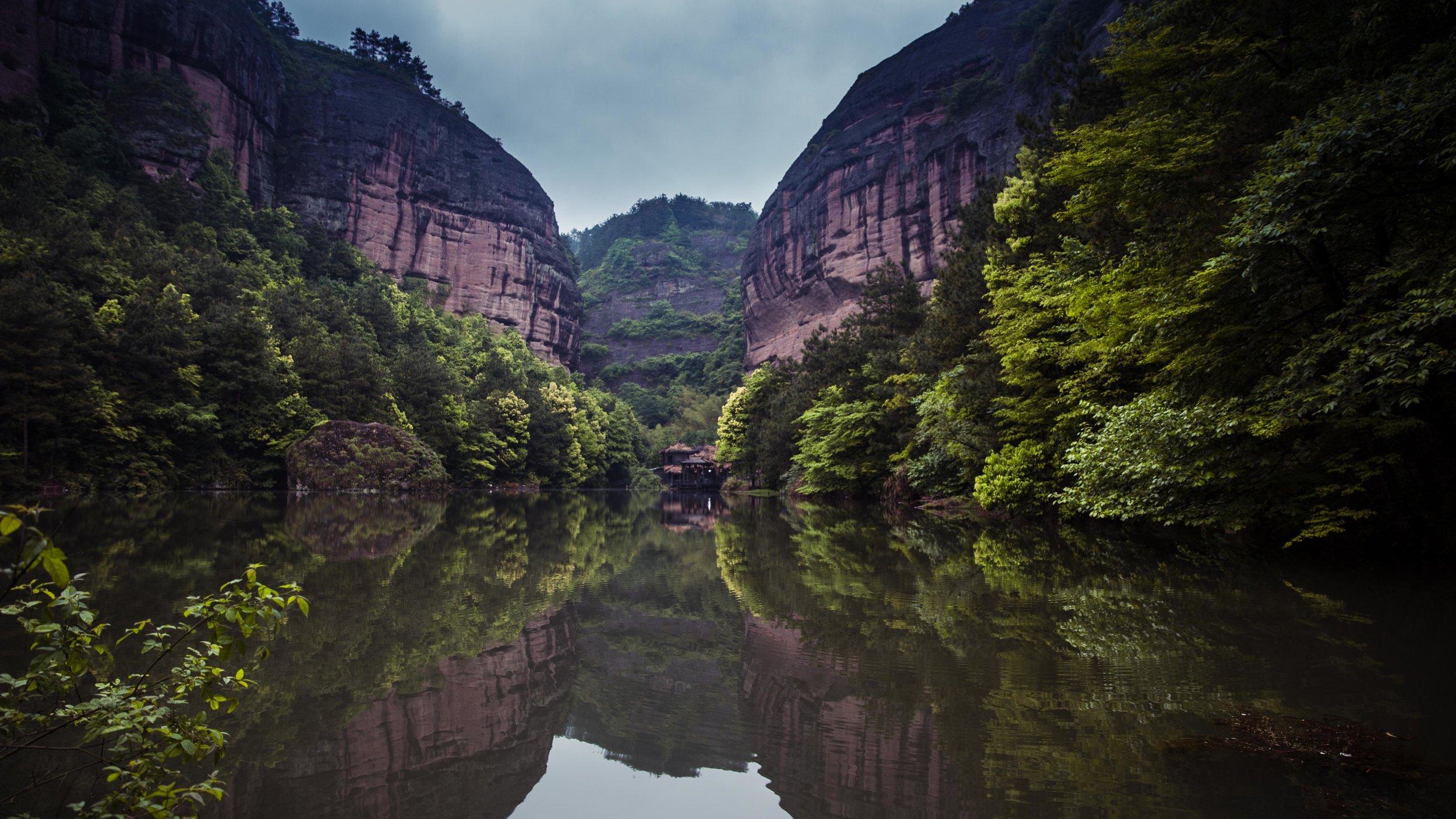 Hengdian - Tian Long Ba Bu Park - Xiaojing Lake-002.jpg
