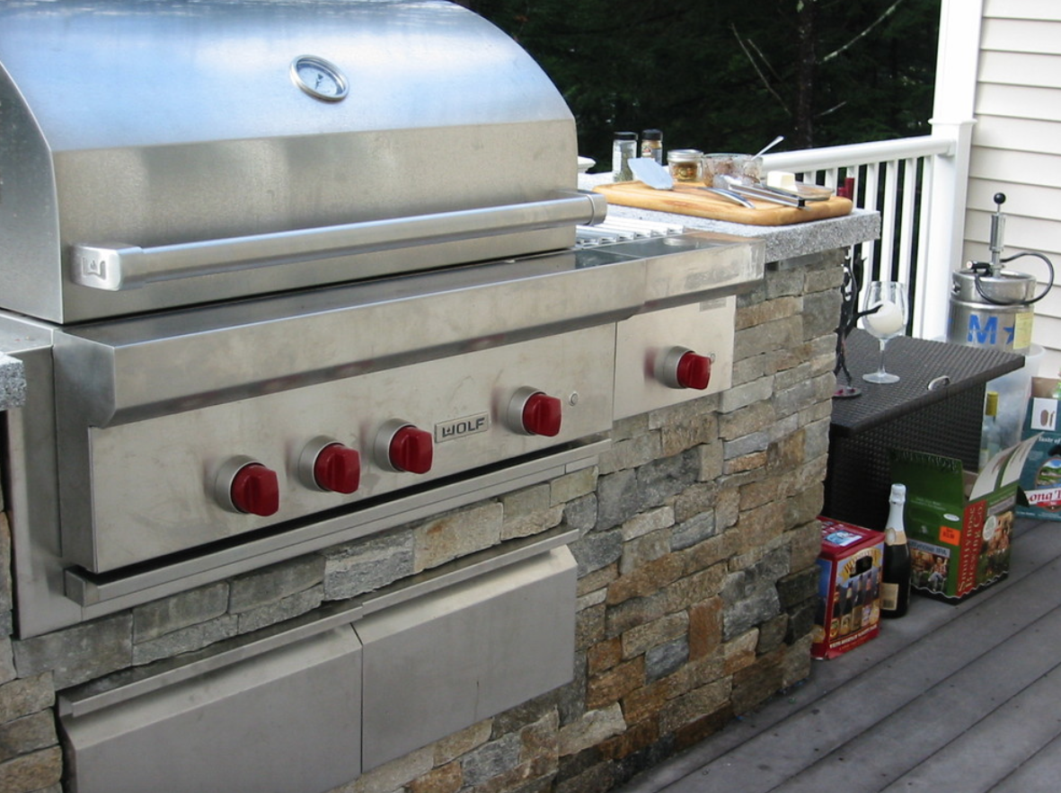 Milford, NH top landscaper for outdoor kitchen