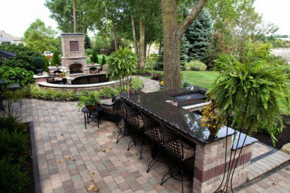 Outdoor Kitchen Designs for Ease of Entertaining in Westford MA