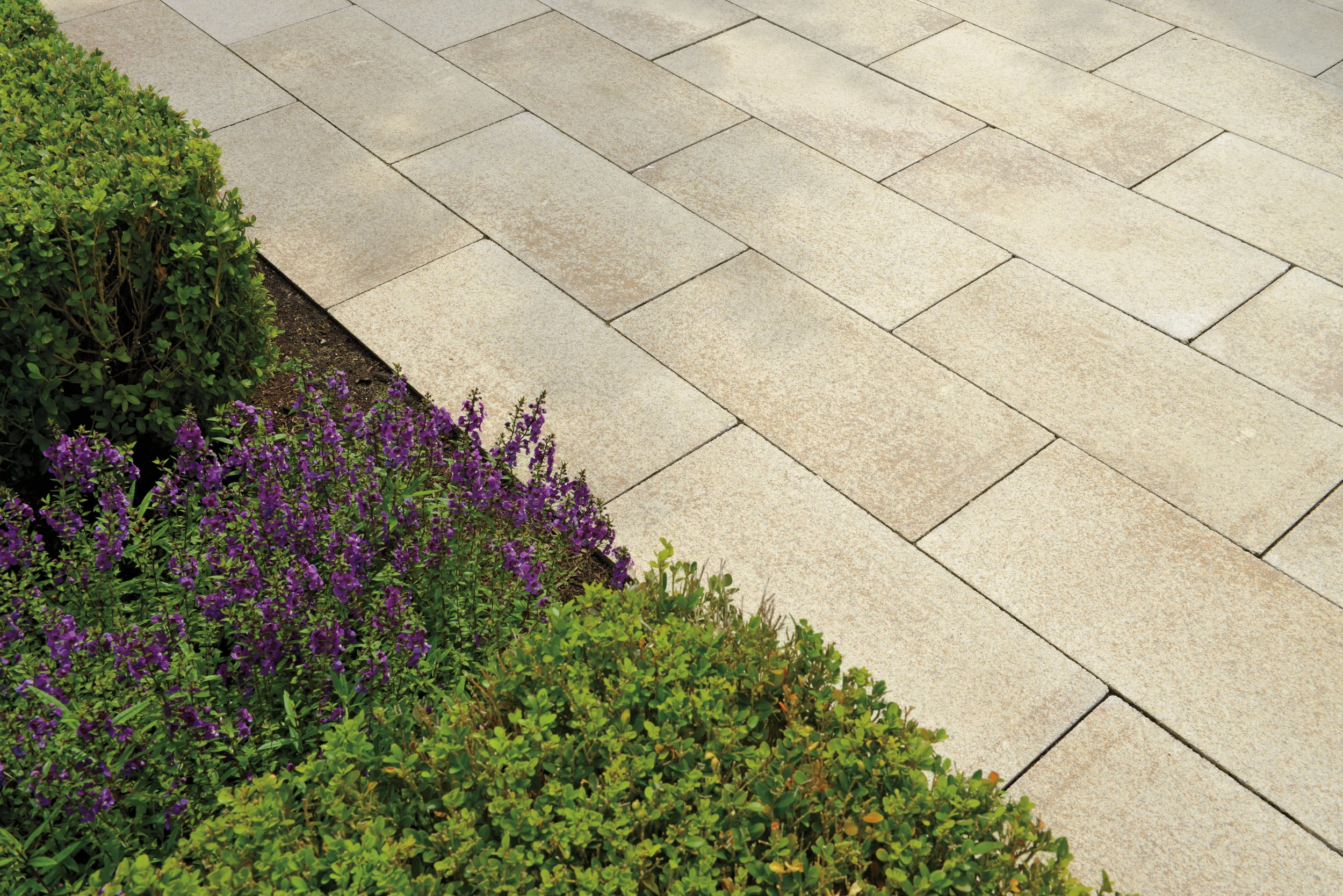 Decorative Patio Border Ideas to Give Your Amherst, NH, Landscape Design a Boost