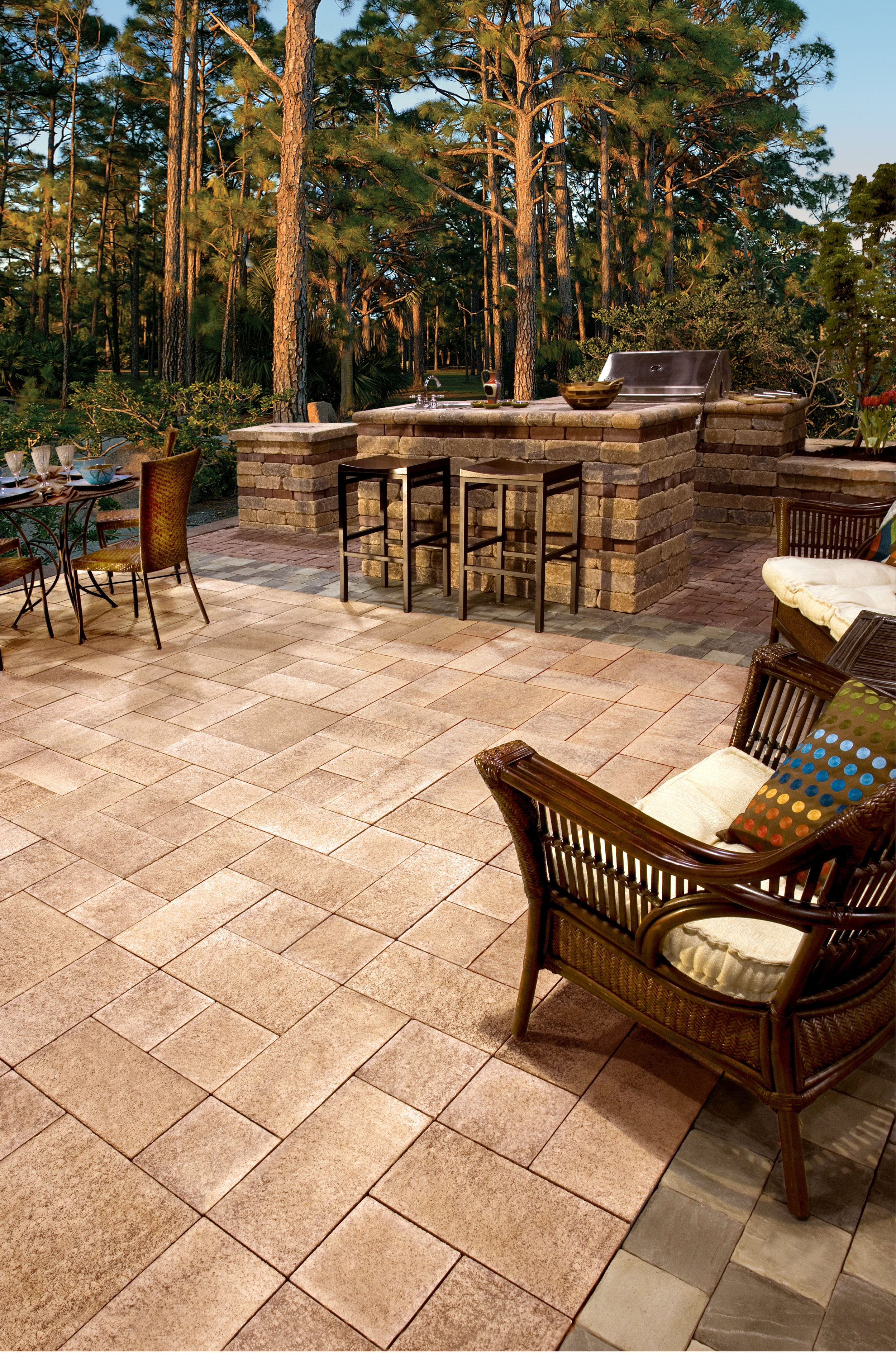 5 Outdoor Kitchen Island Designs to Consider for Your Concord, NH, Landscape