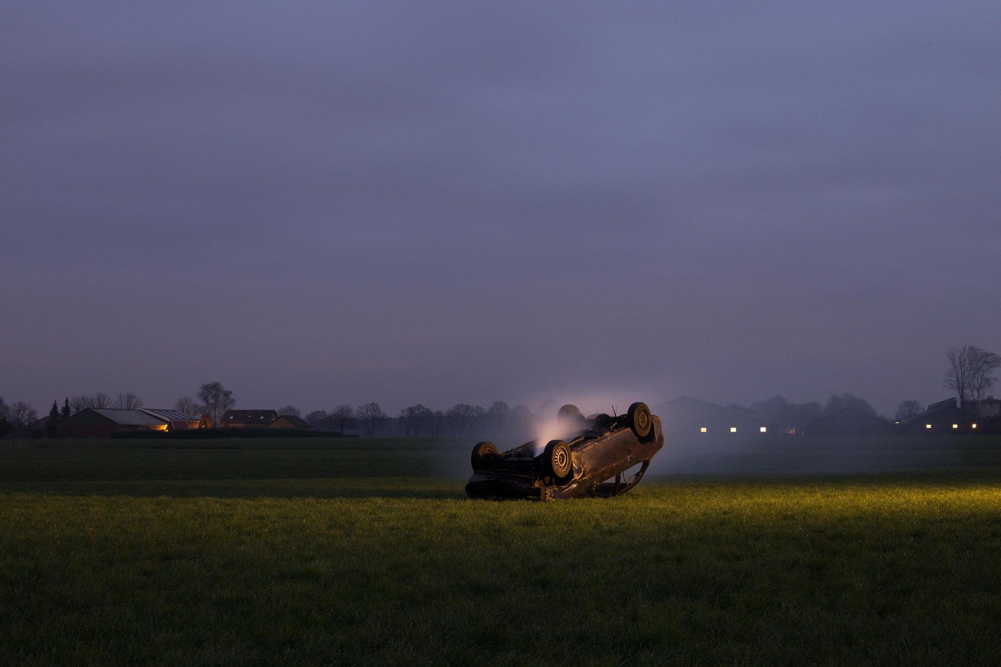 DARK TOURISM   Een project in samenwerking met Eline van der Kaa voor de politie Groningen. Mensen letten niet meer op het verkeer en zijn alleen maar bezig met het vastleggen van het ongeluk achter het stuur. Alles moet worden gefilmd, gefotografeerd en op sociale media worden geplaatst. Is laten zien wat we doen, waar we zijn en wat we mee maken het belangrijkste in ons dagelijkse leven geworden?