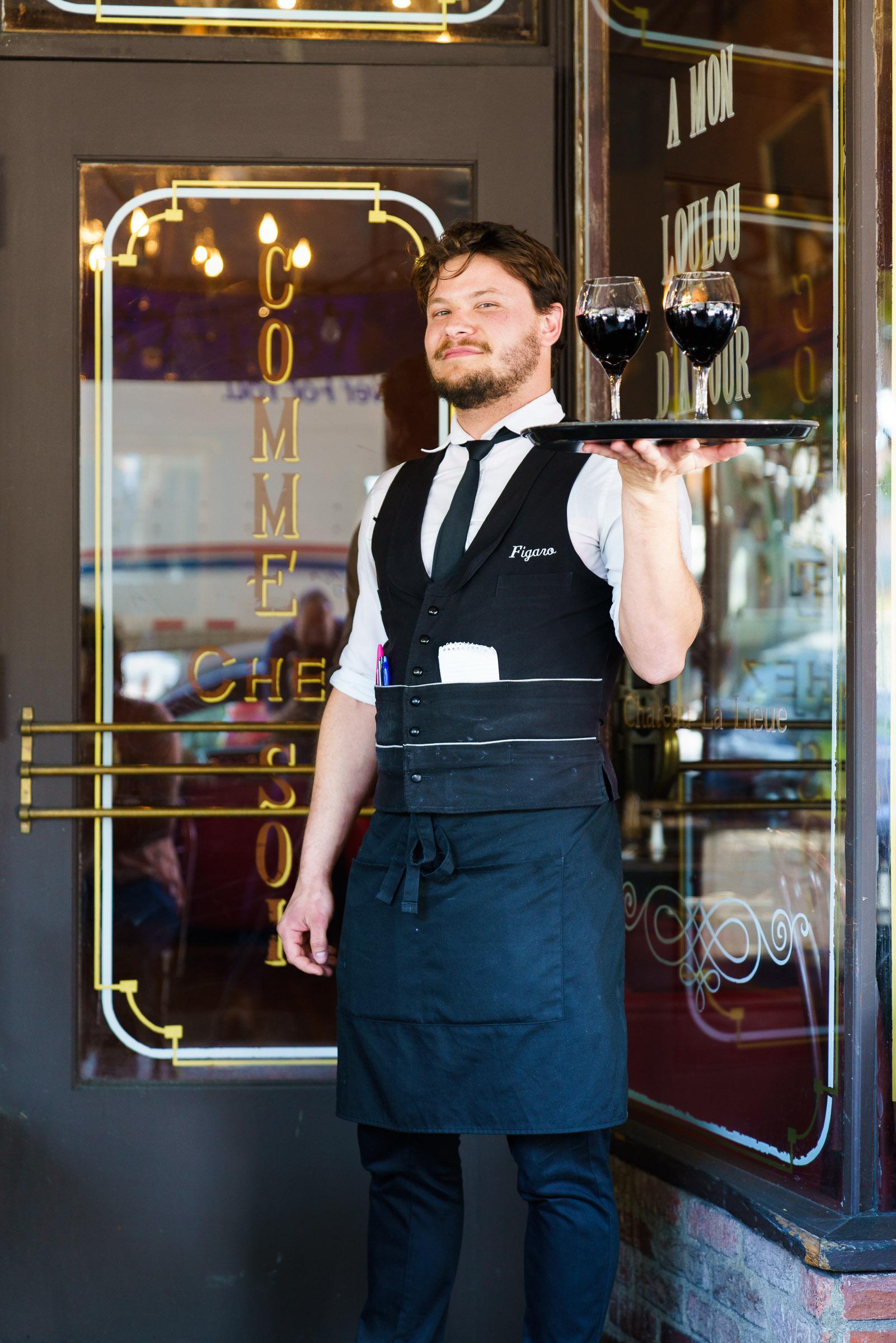 Boris Macquiw | Waiter -