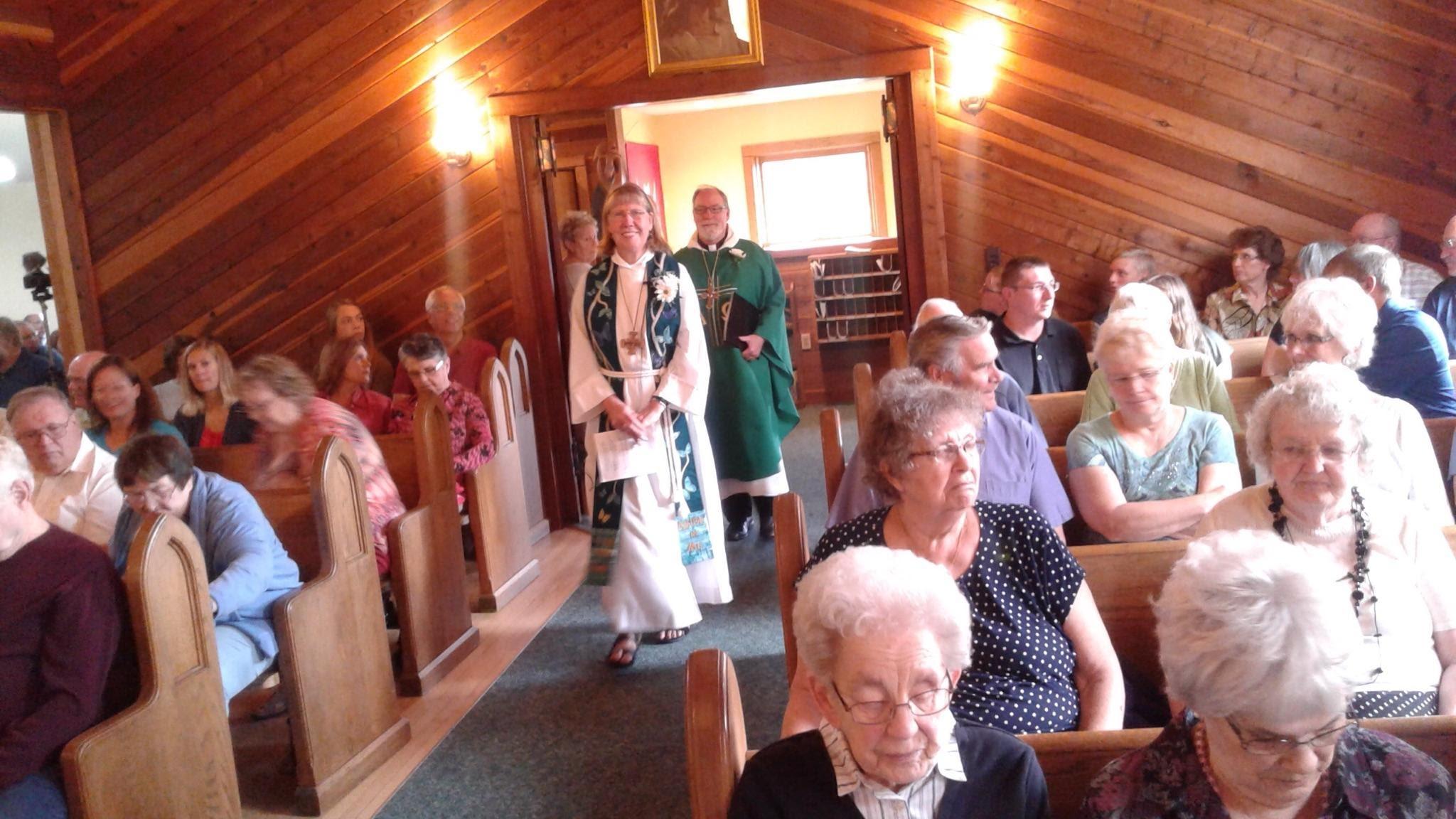 bethesda entering worship.jpg