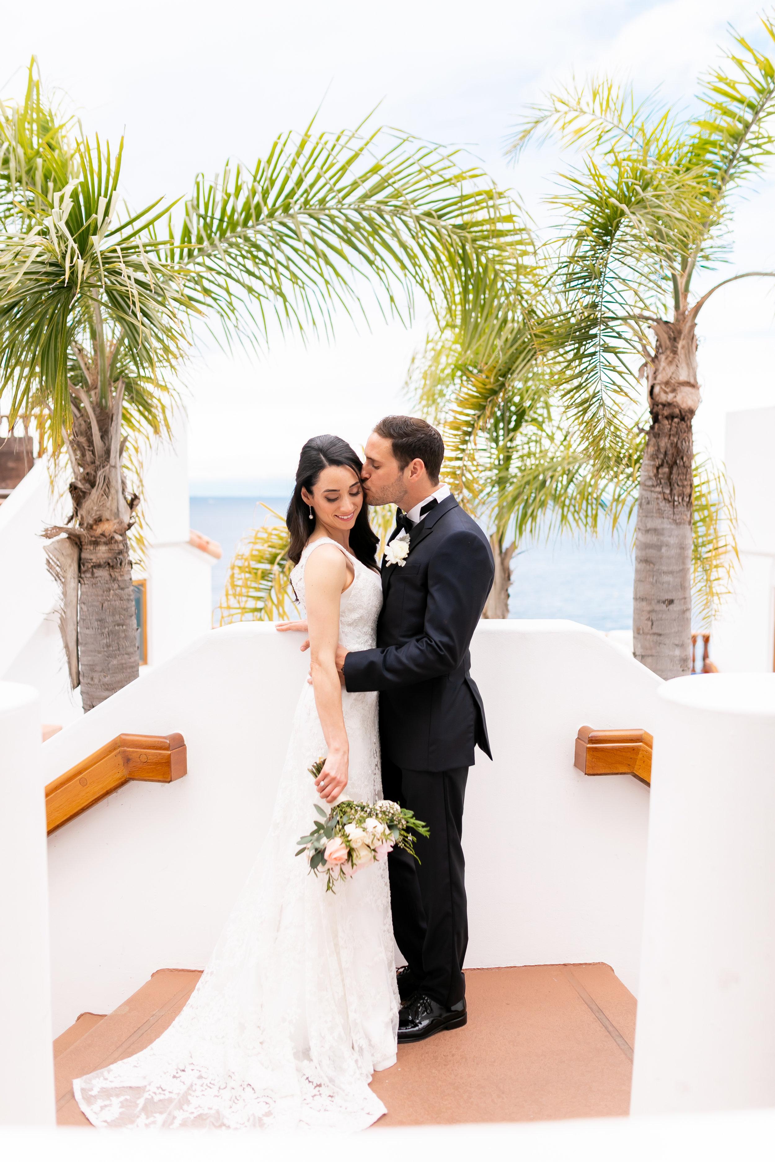 Catalina Island couple take bridal portraits at Hamilton Cove